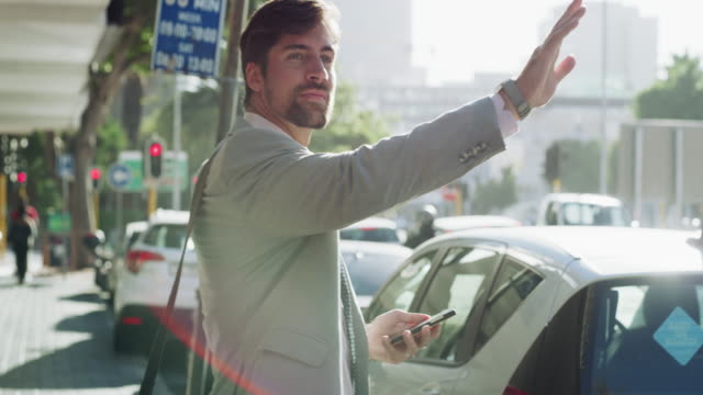 gestire le attività in movimento - taxi video stock e b–roll