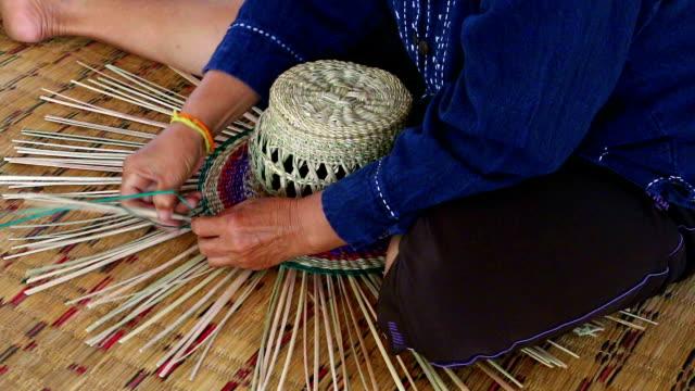 stockvideo's en b-roll-footage met handmade straw hat - gevlochten haar