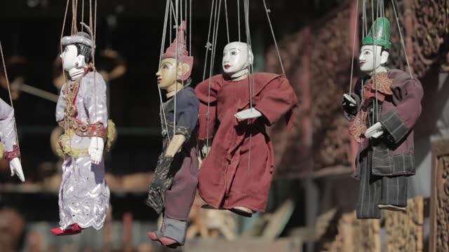 cu handmade traditional burmese puppets at a shop / bagan, myanmar - marionette stock-videos und b-roll-filmmaterial