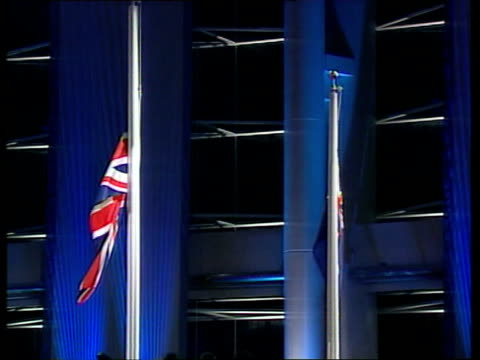 handover events la lms lowering of union jack flag on flag pole as 'god save the queen' sot zoom in ms prince charles raising of chinese flag as... - 式典点の映像素材/bロール