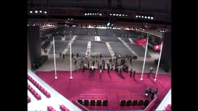 vídeos de stock, filmes e b-roll de hong kong convention and exhibition centre ceremony and speeches hong kong wan chai hong kong convention and exhibition centre int handover ceremony... - wan chai