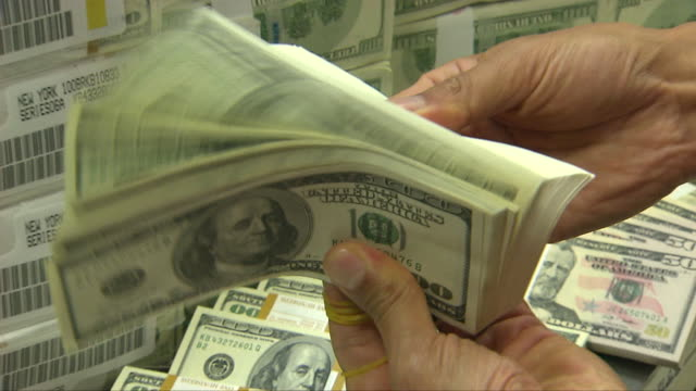 stockvideo's en b-roll-footage met hands checking a bundle of 100 dollar bills - dollarteken