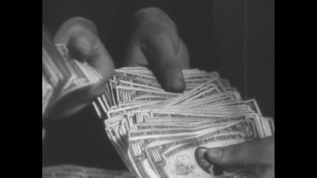 vídeos de stock e filmes b-roll de cu hands fan out a stack of $10 us bills used as ransom in the lindbergh baby kidnapping case / note exact day not known film has nitrate... - nota de dólar dos estados unidos