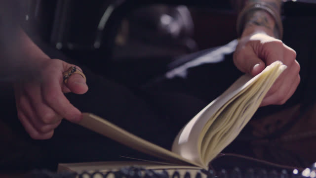vídeos de stock, filmes e b-roll de cu slo mo. hands flip through dusty journal pages. - mistério