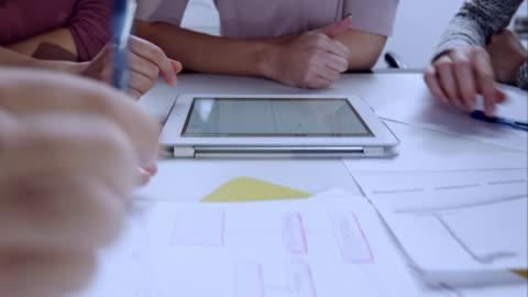 stockvideo's en b-roll-footage met hands in meeting working with tablet and sketching on paper - brainstormen