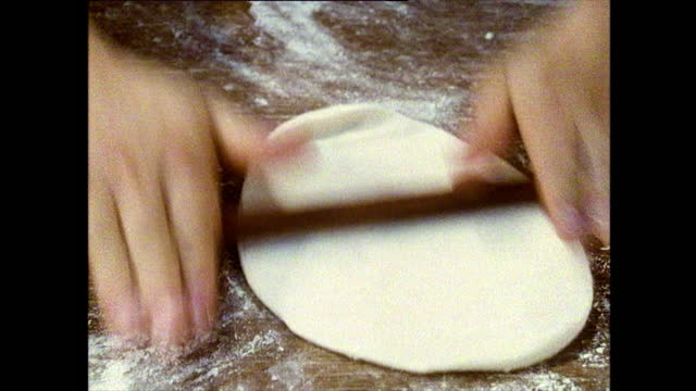 hands making chinese onion bread in hong kong; 1989 - spiral stock videos & royalty-free footage