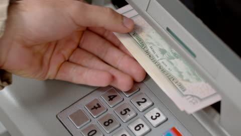 vídeos de stock e filmes b-roll de hands of a person making a cash withdrawal at an atm - making money