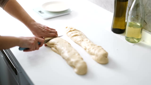 hands of a woman preparing the dough and divides the dough into portions and weights them to make homemade pastry - pane a lievito naturale video stock e b–roll