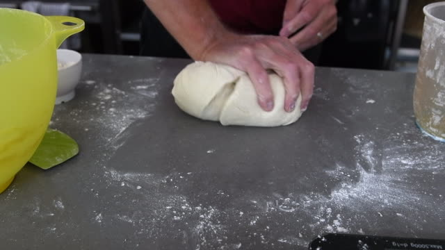 hands of man kneading bread dough - einzelner mann über 40 stock-videos und b-roll-filmmaterial