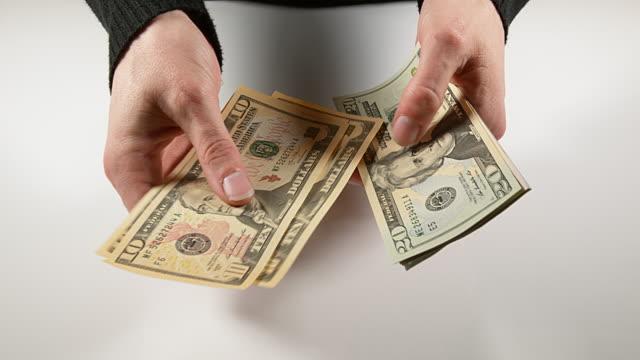 hands of woman and dollar banknotes, real time 4k - banconota da 10 dollari statunitensi video stock e b–roll
