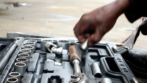 vídeos y material grabado en eventos de stock de cu hands packing clean tools into a toolbox/ cape town/ south africa - work tool