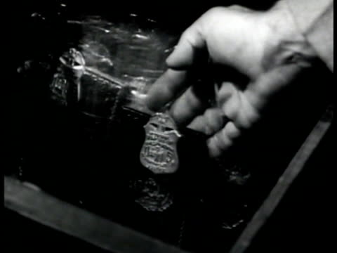 vidéos et rushes de hands putting badge into drawer of fbi badges. int vs chemist talking in laboratory. scientist pouring chemicals into tubes mixing. - confidence