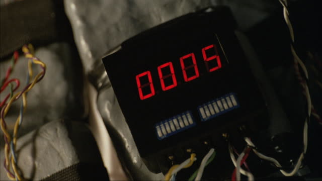 vidéos et rushes de hands set a timer on a bomb. - terrorisme