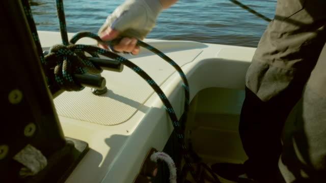 vídeos y material grabado en eventos de stock de hands tying ropes on sailboat - sólo chicas adolescentes