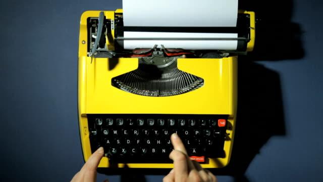 hands typing on typewriter - skrivmaskin bildbanksvideor och videomaterial från bakom kulisserna