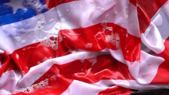 stockvideo's en b-roll-footage met handen wassen amerikaanse vlag - verandering usa/corruptie concept - politieke bijeenkomst