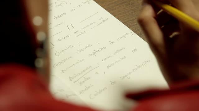 vídeos de stock e filmes b-roll de hands writing - borracha material de escritório