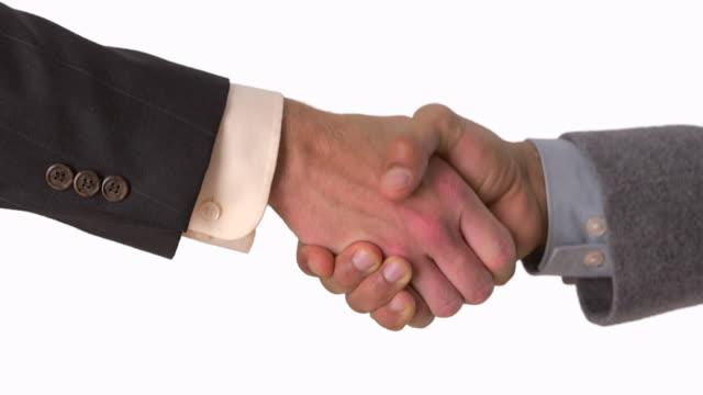 stockvideo's en b-roll-footage met handshake between two businessmen - compleet pak
