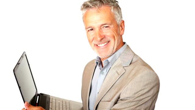 ein gut aussehend senior executive tragen seinem laptop, isoliert auf weiss - nummer 1 stock-videos und b-roll-filmmaterial