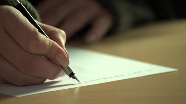 vidéos et rushes de handwriting a letter - plume