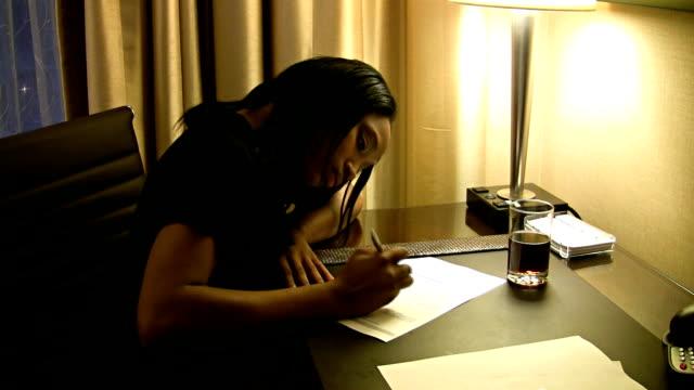 stockvideo's en b-roll-footage met handwriting - ondertekenen schrijven