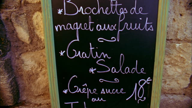 vídeos y material grabado en eventos de stock de cu td tu handwritten restaurant menu sign, saint- emillion, france - pizarra medios visuales