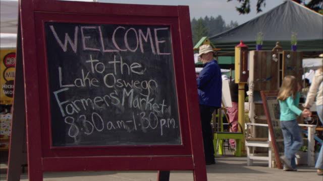 MS Handwritten sign on sandwich board reading 'Welcome to the Lake Oswego Farmer's Market' / Lake Oswego, Oregon, USA