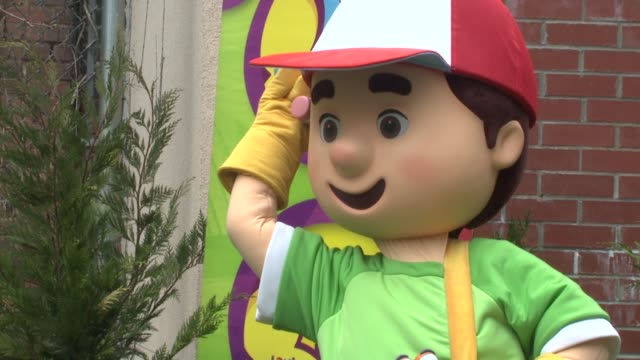 handy manny at the wilmer valderrama helps nyc kids plant community garden at new york ny - wilmer valderrama stock videos and b-roll footage