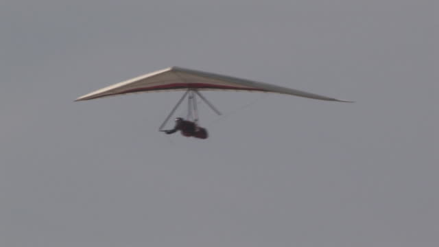 hang glide above the sea (hd video) - hang gliding stock videos and b-roll footage