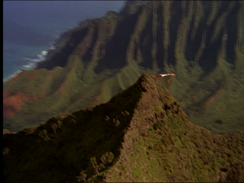 aerial hang glider over mountainous coastline - hang gliding stock videos & royalty-free footage