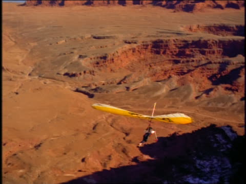 hang glider taking off from cliff over grand canyon - hang gliding stock videos & royalty-free footage