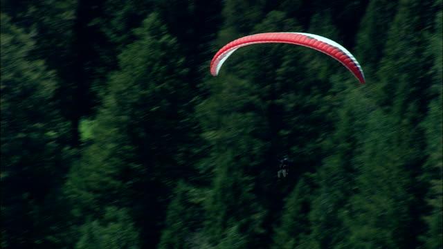 Deltavliegers - luchtfoto - Wyoming, Teton County, helikopter filmen, luchtfoto video, cineflex, tot de oprichting van schot, Verenigde Staten