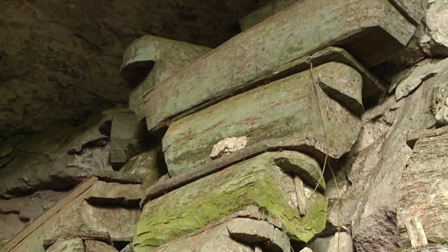hanging coffins at sagada, philippines - hanging stock videos & royalty-free footage