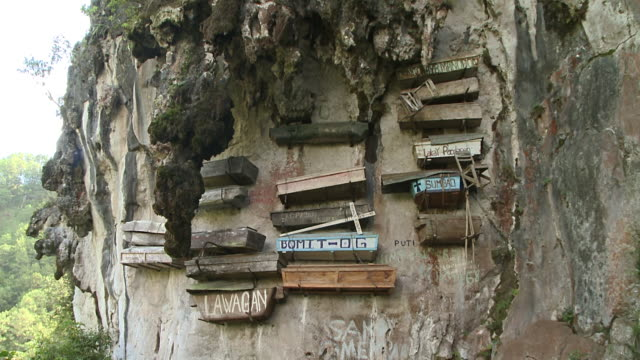 hanging coffins at sagada, philippines - 棺点の映像素材/bロール