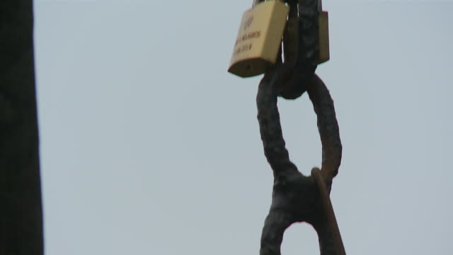 hanging  rusty chain with padlock barranco, lima - imperfection stock videos & royalty-free footage