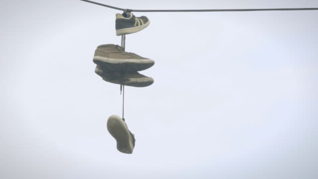 hanging shoes - scarpe da ginnastica video stock e b–roll