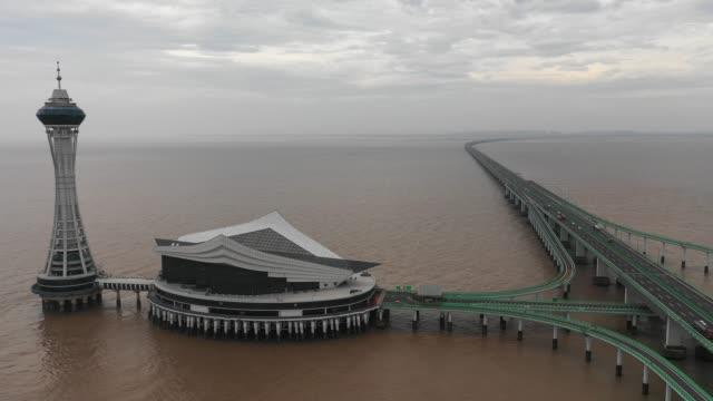 vídeos de stock, filmes e b-roll de ponte cross-sea de hangzhou - baía