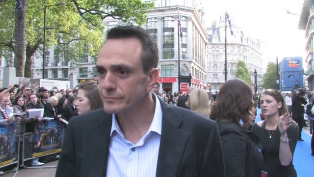 vidéos et rushes de hank azaria, on the competition on set to being the funniest and possibly ricky gervais winning at the night at the museum 2 world premiere at london... - ricky gervais