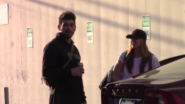 hannah brown and alan bersten leave sunday dance practice at the dancing with the stars rehearsal studio in hollywood on october 06 2019 at celebrity... - avvistamenti vip video stock e b–roll