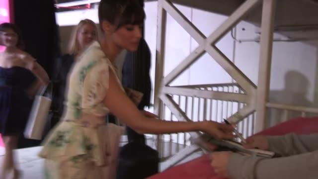 hannah simone greets fans while departing the emerson theatre in hollywood, 04/18/13 - korta ärmar bildbanksvideor och videomaterial från bakom kulisserna
