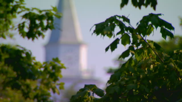 hannibal, missouriclock tower - missouri mittlerer westen stock-videos und b-roll-filmmaterial