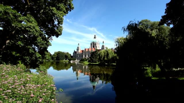 vídeos de stock e filmes b-roll de câmara municipal de hanôver - rathaus
