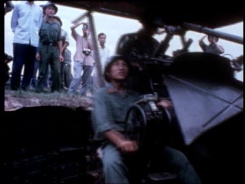 hanoi: actress jane fonda visiting hanoi to campaign against vietnam war - ジェーン・フォンダ点の映像素材/bロール