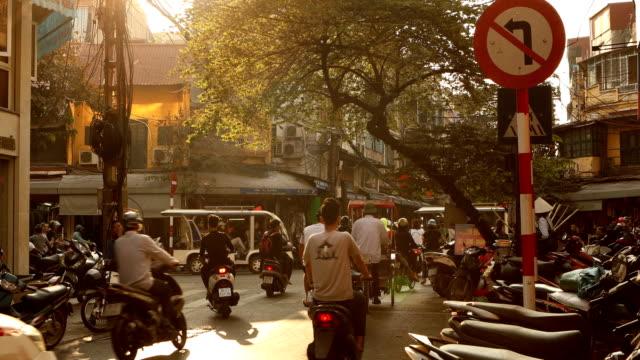 stockvideo's en b-roll-footage met hanoi street scene - vietnam