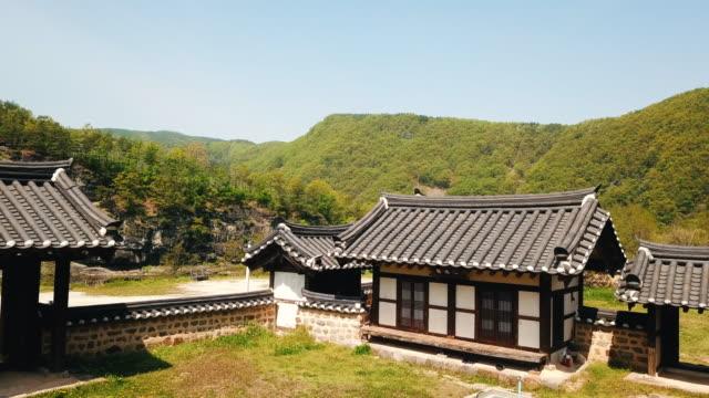 vídeos y material grabado en eventos de stock de hanok (traditional korean house) in nongam head house / andong-si, gyeongsangbuk-do, south korea - terrenos a construir