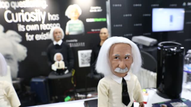 stockvideo's en b-roll-footage met hanson robotics ltd albert einstein humanlike robots speak during the 2017 consumer electronics show in las vegas nevada us on friday jan 6 2017... - albert einstein