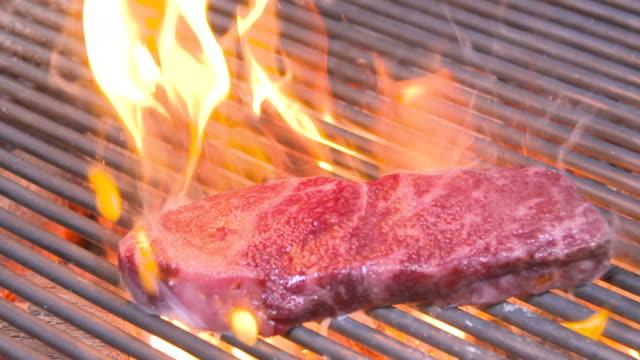 hanwoo (korean native cattle) sirloin steak being broiled on grill rack - roast beef stock videos & royalty-free footage