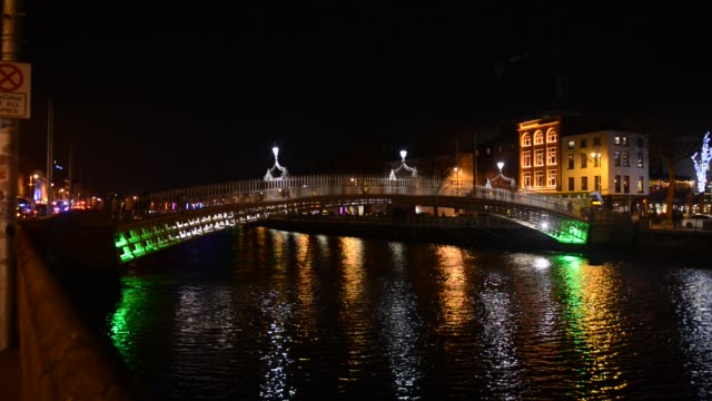 ha'penny bridge over the river liffey, dublin, ireland. - monument stock videos & royalty-free footage
