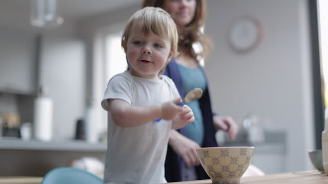 vidéos et rushes de happy baby boy at breakfast - tout petit
