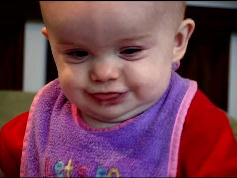 vídeos de stock e filmes b-roll de bebé feliz - vida de bebé